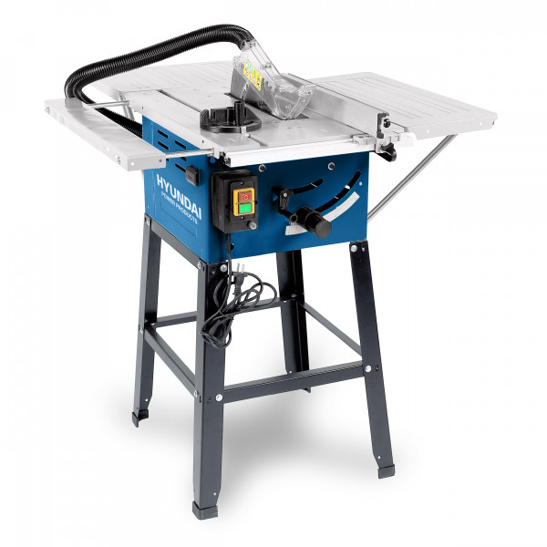 Table saw Hyundai 230v, 50Hz, 1500W Loading speed: 4700 min-1 Blade :250X30X2.8MM 24T Max. cutting capacity: 90°:74mm,45°:52mm extraction port: 36mm Extraction hose 44mm dia steel table size:510*625mm Left sliding extension table: 590x250mm Right fixed extension table: 590x250mm Extension table back: 440x320mm With 3 steel extension boards:932x945mm. Table hight:865mm. with quick assembly stand With parallel fence and angle fence With overload protector VDE cable 2 meter GW/NW 22.5/25.5 kgs. Packing: brown box with line drawing